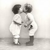 Servilleta vintage kissing babies